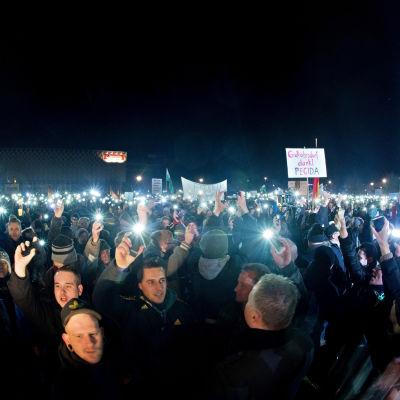 Demonstration i Dresden under parollen Pegida (Partiotiska européer mot islamisering av väst).  8.12.2014