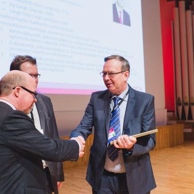 Hans Langh tilldelas Årets Logistiker 2015-priset.
