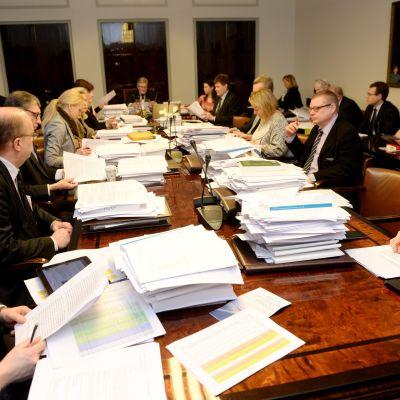 Riksdagens grundlagsutskott behandlar sote.
