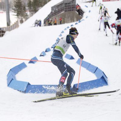 Full rulle i skidspåren i Lahtis i mars 2015.