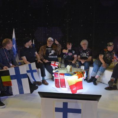 Pertti Kurikan Nimipäivät i Eurovisionens green room.