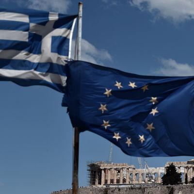 Flagga över Akropolis i Aten