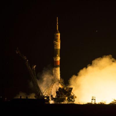 Rymdfarkosten Soyuz TMA 17M sköts upp från Kazakstan 23.7.2015.