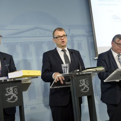 Partiledarna Alexander Stubb, Juha Sipilä och Timo Soini på Villa Bjälbo.