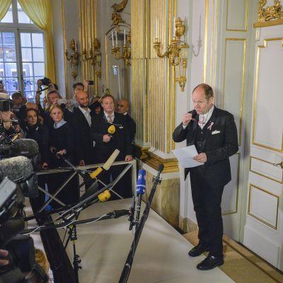 Svenska Akademiens ständige sekreterare Peter Englund kungör Nobelpriset i Litteratur 2014 på Börshuset i Stockholm.