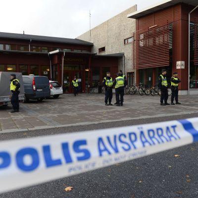 Attack mot skola i Trollhättan den 22 oktober 2015.