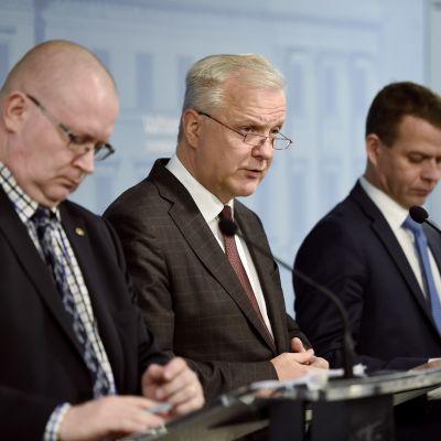 Justitie- och arbetsminister Jari Lindström, näringsminister Olli Rehn, inrikesminister Petteri Orpo