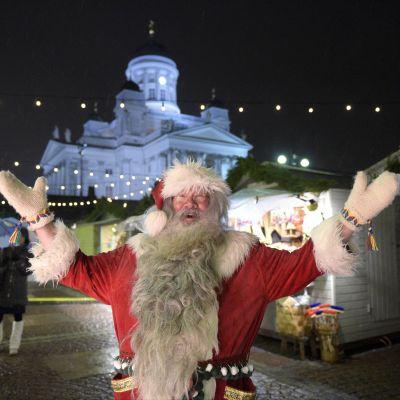 Jultomte på senatstorget i Helsingfors 4 december 2015.