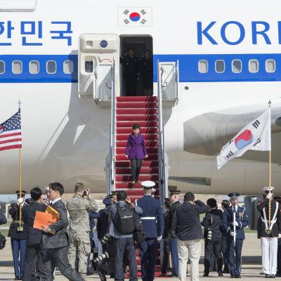 Sydkoreas president Park Geun-hye anländer till Washington för att delta i kärnsäkerhetsmötet.