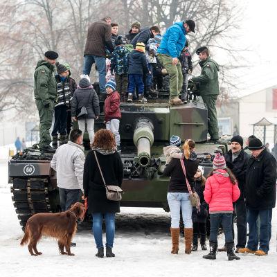 Leopard 2-stridsvagn utställd i Polen.