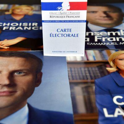 Reklamblad för Emmanuel Macron och Marine Le Pen inför den sista omgången i det franska presidentvalet 2017.