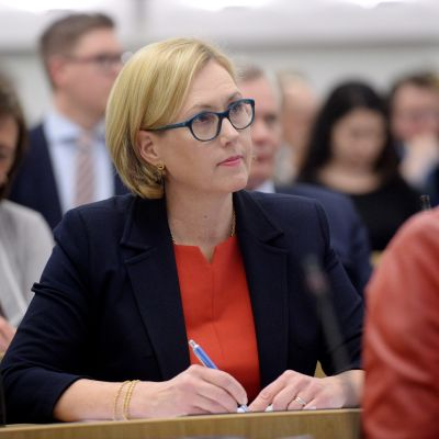 Tuula Haatainen i riksdagen i juni 2017