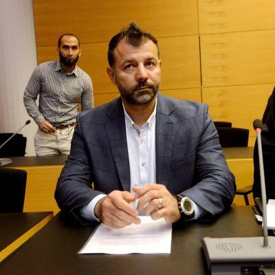 Rami Adham i Helsingfors tingsrätt i juni 2017