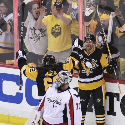 Pittsburgh firar mål.