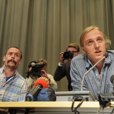 Journalisterna Martin Schibbye och Johan Persson håller presskonferens i Stockholm.