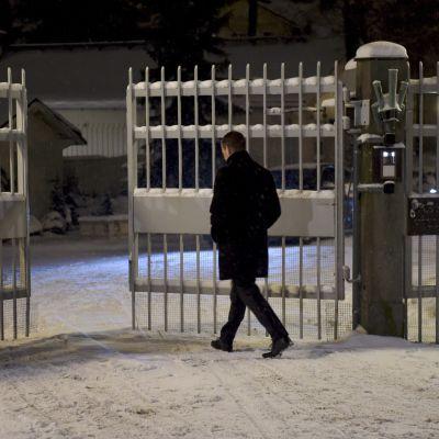 Petteri Orpo på väg till Villa Bjälbo