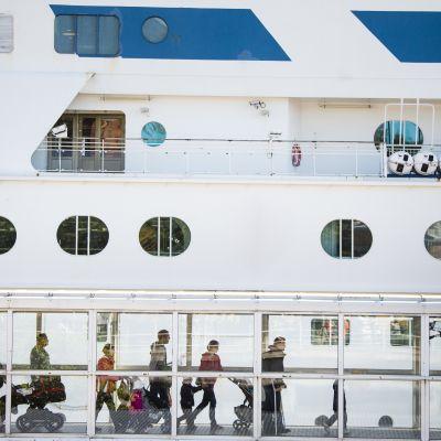 laiva olympiaterminaalissa