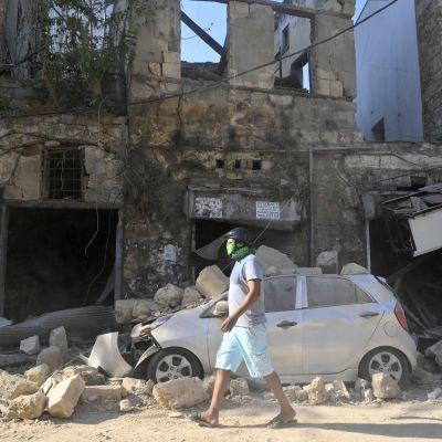 Beirutilaisia koettelee nyt moni asia: räjähdystuhot, korona, talouskriisi ja poliittinen kriisi.