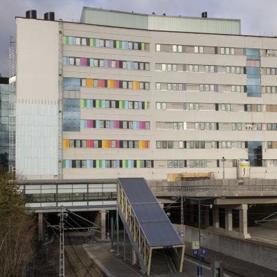 Tyksin Majakkasairaala rakentuu Helsinginkadun ja rantaradan päälle.