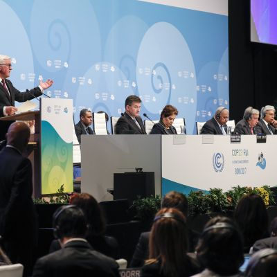 Deltagare vid FN:s klimatmöte talar.