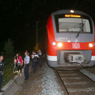 En man med en yxa gick till attack på ett tåg i Würzburg 18.7.2016.