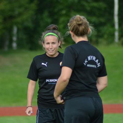 Chelsy Swackhamer spelar fotboll för IK Myran.