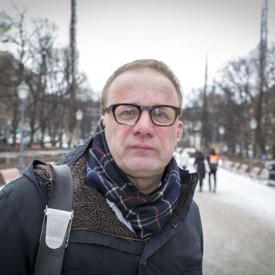 Lahden kaupunginjohtaja Pekka Timonen Esplanadin puistossa Helsingissä.