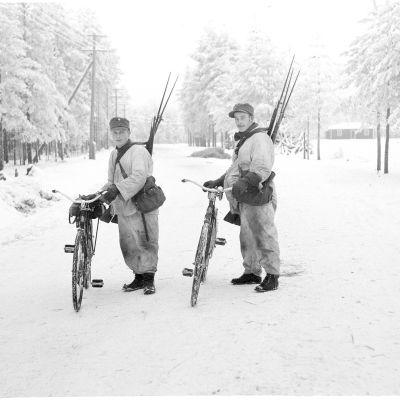 Venäläisiltä saatuja kiväärejä 17.12.1939.