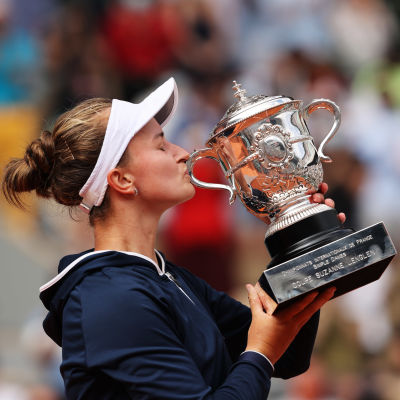 Barbora Krejcikova ja Ranskan avointen voittopysti