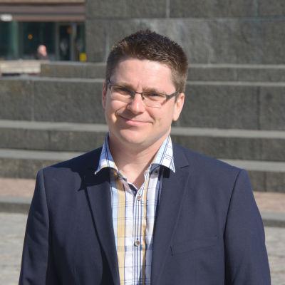 Mikko Ollikainen (SFP) i Vasa centrum.