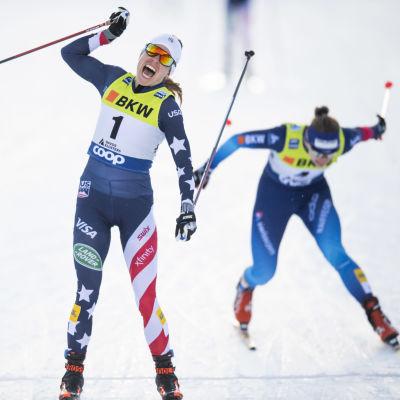 Rosie Brennan korsar mållinjen som etta i Davos.