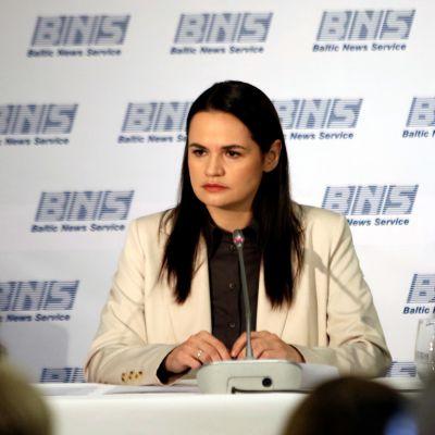 Svjatlana Tsihanouskaja puhui tiedotustilaisuudessaan.