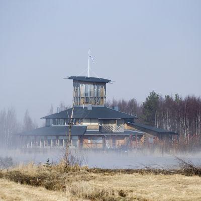 Dimmigt framför besökcentret vid Limingoviken.