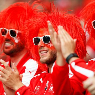 Schweiziska fans glada över tre poäng i EM-premiären.