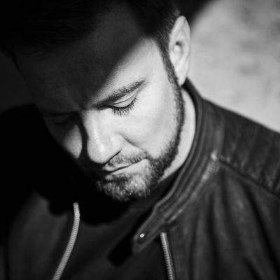Antti Ketonen Warner Musicin promo-kuvassa.