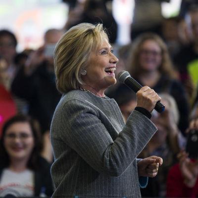 Hillary Clinton håller valmöte i Lincoln High School i Council Bluffs i Iowa 31.1.2016.