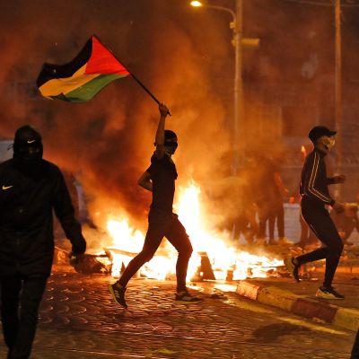 Palestinska demonstranter i Jerusalem 14.5.2021.