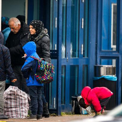 Flyktingar i Mukran, Tyskland på väg till Sverige