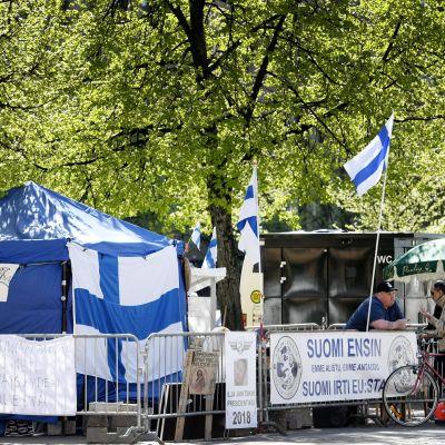 Suomi Ensin-demonstrationen på Järnvägstorget i Helsingfors den 27 maj 2017.