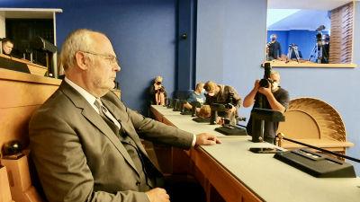Alar Karis väntar lugnt på att presidentvalet ska sätta igång i Estlands parlament Riigikogu.