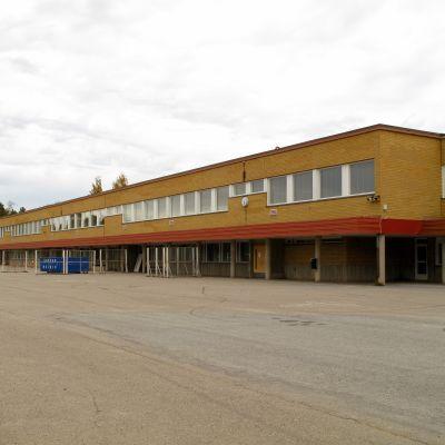 Isolahden koulu i Storviken.