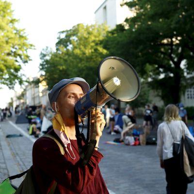 Elokapina-mielenosoittajat poistuivat Mannerheimintieltä