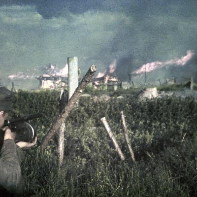 Poventsan paloa ja katutaisteluita. Poventsa 2.7.1942. Poventsa 1942.07.02
