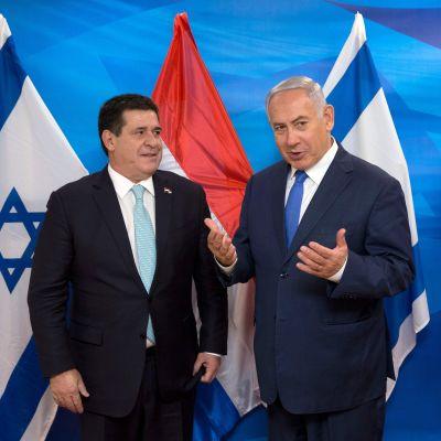 Israels premiärminister Netanyahu träffar Paraguays president Horacio Cartes i Jerusalem.