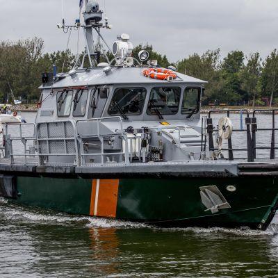 Merivartioston alus Helsingin pohjois-sataman edustalla