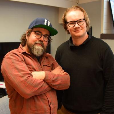 Oskar Forstén och Arthur Franck står bredvid varandra och ser in i kameran.