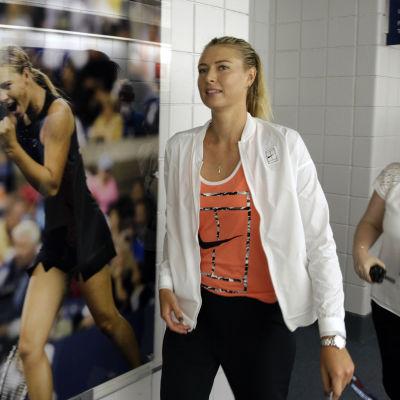 Maria Sjarapova på plats i USA inför US Open 2015.