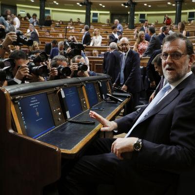 Den den nuvarande premiärministern och PP-ledaren Mariano Rajoy har inte det stöd han skulle behöva för att bilda regering.