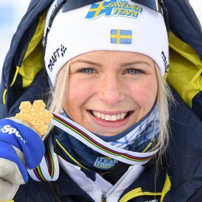 Frida Karlsson vann två guldmedaljer i junior-VM i Lahtis.