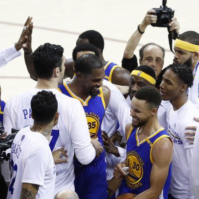 Golden State har matchboll mot Cleveland i NBA.